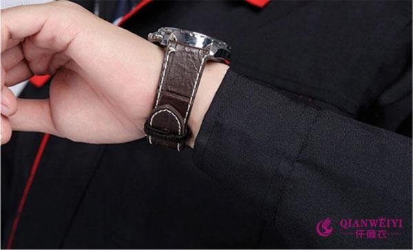 简约的袖口设计,简约而又耐用,让工作更轻松